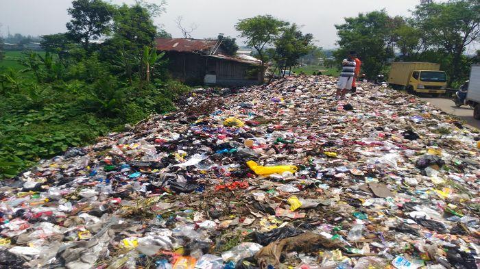 jumlah sampah di indonesia terbesar