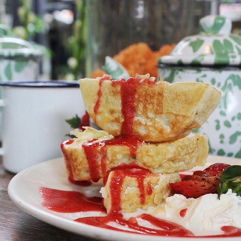kue pancong stroberry