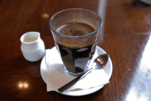 membuat kopi susu tubruk